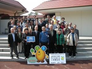 東京電力柏崎刈羽原子力発電所へ(2009年3月)。中央は発電所長です。
